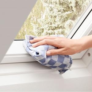 Біле дерев'яне вологостійке вікно для мансарди в поліуретаніGGU 0070